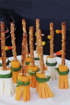 Happy October Halloween is just around the corner which means Halloween parties! There are so many fun Halloween party food ideas that can really be… Entree Halloween, Plat Halloween, Comida De Halloween Ideas, Halloween Torte, Halloween Food For Party, Halloween Birthday, Scary Halloween, Happy Halloween, Witch Party
