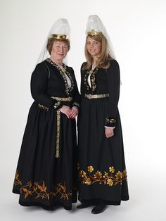 FolkCostume: Þjóðbúningurinn, National costumes of Iceland, part 4, Skautbúningur and Kyrtill