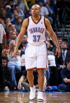 Lakers traded him off.......Derek Fisher Signs With OKC Thunder....how'dya like 'im NOW Lakers?  aahahahahaaa!!!