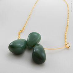 Ise Soldevila - Joyas ®   CV_14 #Collar en plata bañada en oro, adornado con tres piedras semipreciosas llamadas #aventurina. Pedidos: contacto@isesoldevila.com