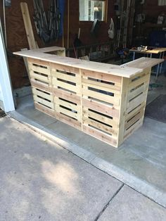 Items similar to TAILGATE Portable Cedar PALLET BAR in 5 sections ( each ) that fit in a suv & assembles w/out tools. Wooden Pallet Bar, Wooden Pallet Projects, Wooden Pallet Furniture, Pallet Crafts, Bar Made From Pallets, Food Business Ideas, Outside Bars, Portable Bar, Pallet Wedding