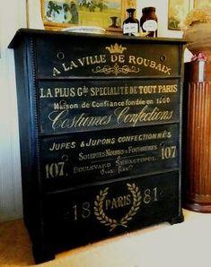Svart byrå 1800-tal med fransk guldtext och pärllist. Handpainted by Himlarum www.himlarum.se