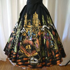 hand painted Mexican skirt with Mariachi and dancers fiesta vintage Mexicana rockabilly swing party skirt. My great grandfather passed a skirt like this to my mother. Mexican Skirts, Mexican Costume, Party Skirt, Full Circle Skirts, Swing Skirt, Mexican Style, Vintage Outfits, Vintage Fashion, Dress To Impress