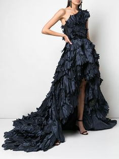 Whatever the evening occasion — Gucci, Versace, Burberry & Valentino, are just a few of the greats that have you sorted for dresses. Designer Evening Dresses, Designer Gowns, Formal Evening Dresses, Evening Gowns, Strapless Dress Formal, Formal Gowns, Stunning Dresses, Pretty Dresses, Fabulous Dresses