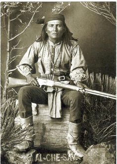 Al-che-say War Chief of the White Mountain Apache, and Native Scout. He tried to convince Geronimo to surrender peacefully and remained friend with Geronimo until his death. After the wars were over he became a rancher and was active in Indian affairs. Native American Photos, Native American Tribes, Native American History, American Indians, Native Americans, Apache Indian, Native Indian, Blackfoot Indian, Indian Tribes