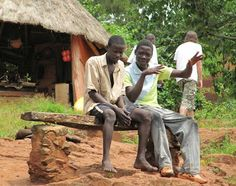 Retki päiväntasaajan tuntumassa, pojat Bujagalin putouksilla Ugandassa