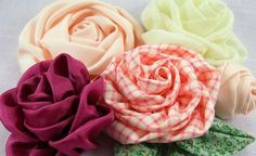 More DIY fabric roses (in PDF instruction booklet form) Cloth Flowers, Felt Flowers, Diy Flowers, Fabric Flowers, Paper Flowers, Ribbon Flower, Tutorial Rosa, Rose Tutorial, Diy Rose
