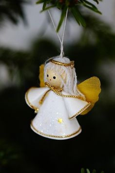 Unique Christmas Tree Ornaments Cute Angel Christmas Ornament - this angel really has the cute facto Christmas Angel Ornaments, Unique Christmas Trees, Christmas Makes, Felt Ornaments, Outdoor Christmas Decorations, Christmas Fun, Hanging Ornaments, White Christmas, Angel Crafts