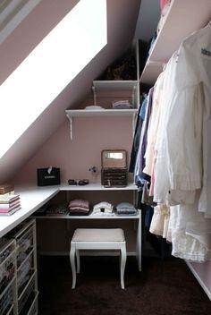 Nice budget friendly walk-in closet space Closet Nook, Attic Closet, Closet Space, Make A Closet, Tiny Closet, Walking Closet, Grand Dressing, Dressing Room, Attic Bedrooms