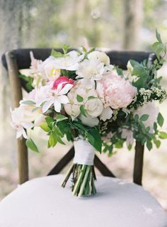 Romantic bouquet: http://www.stylemepretty.com/2015/04/09/coastal-south-carolina-private-plantation-wedding/ | Photography: Tec Petaja - http://tecpetajaphoto.com/