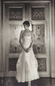 Marion Morehouse in Condé Nast's apartment, photo by Cecil Beaton, Vogue, 1929 Vintage Love, Vintage Beauty, Vintage Photos, Vintage Ideas, Vintage Glamour, Vintage Style, Belle Epoque, Vintage Photography, Fashion Photography