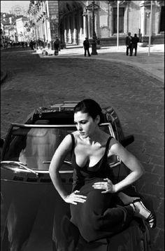 Photo: Monica Bellucci by Ferdinando Scianna Monica Bellucci, Italian Beauty, Italian Style, Magnum Photos, Foto Glamour, Actrices Sexy, Montage Photo, Italian Actress, Beautiful Actresses