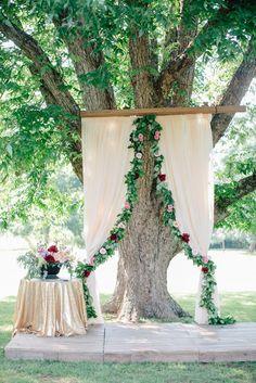 Ceremony Under an Oak Tree   Photo: Shauna Veasey Photography