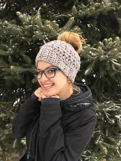 9 Popular Ponytail Hats and Messy Bun Beanies – a Roundup of Paid & Free Patterns in Knit & Crochet   KnitHacker