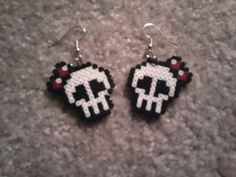 Custom freehand cute skully earrings made from Hama mini beads. Pretty in Bone Diy Perler Beads, Perler Bead Art, Pearler Beads, Melty Bead Patterns, Perler Patterns, Beading Patterns, Perler Earrings, Seed Bead Crafts, Arte Nerd