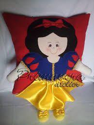 Resultado de imagen para almofadas de bonecas pintadas Felt Crafts, Diy And Crafts, Kids Pillows, Felt Dolls, Crafty Craft, Fabric Painting, Diy Party, Craft Fairs, Cross Stitching