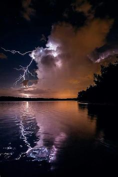 30 beautiful photos of lightning – – Paysage voyage – photos All Nature, Science And Nature, Amazing Nature, Beautiful Sky, Beautiful Landscapes, Nature Pictures, Cool Pictures, Thunder And Lightning, Lightning Storms