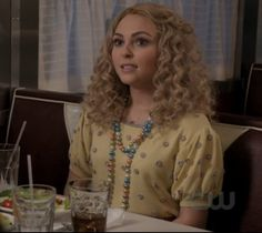 """Carrie's Hello Holiday She Loves me Sweater The Carrie Diaries Season 1, Episode 7: """"Caught"""""""