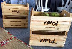 Caixotes gravados a laser para a @frutasemroupa #cortealaser #gravacaoalaser #lasercut #acrilico #mdf #decoracao #criatividade #personalizacao #brindes #chaveiros #caixote #paletes #madeira by mdsalaser