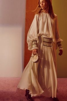 See the complete Resort 2018 collection from Chloé.