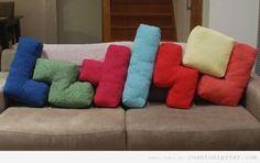 Sofá con cojines en forma de piezas tetris