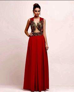 Desmaiando em 3..2...1 com esse maravilhoso red dress!!!!! #santamaniamoda…