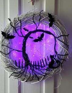 29 Extraordinary Creative DIY Halloween Decorations That Will Surprise - Halloween - Halloween Deko Deco Haloween, Soirée Halloween, Adornos Halloween, Manualidades Halloween, Halloween Party Decor, Holidays Halloween, Halloween Festival, Vintage Halloween, Diy Halloween Wreaths