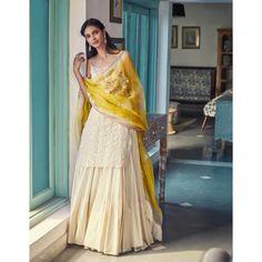 Image may contain: 1 person, standing Sharara Designs, Lehenga Designs, Mehendi Outfits, Pakistani Outfits, Pakistani Clothing, Eid Outfits, Dress Indian Style, Indian Dresses, Abaya Style