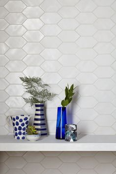 Tiles can also be so creative! - Page 13 of 35 - zzzzllee Hexagon Tile Bathroom Floor, Tile Trim, Glazed Tiles, Front Rooms, So Creative, New Wall, Tile Design, Artisanal, Wall Tiles