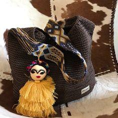 Mayan Morral Bag tassel by Otomiartesanal. Maya, Bag Crochet, Embroidery Techniques, Hand Knitting, Beautiful, Etsy, The Incredibles, Margarita, My Bags