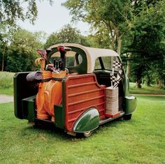 Vintage golf cart. Wow ! I so want this !!
