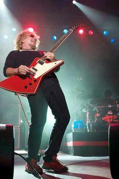 Sammy Hagar, the red rocker em ação!!! Sammy Hagar, Van Hagar, Red Rocker, Solo Photo, Rock N Roll, The Man, Blues, Rock Stars, Concert