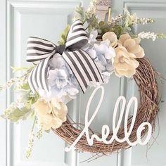 Spring wreath for door decoration is a wonderful idea. Get the best DIY Spring Wreath ideas here for front door decoration for the Spring and Easter season. Diy Décoration, Easy Diy, Front Door Decor, Front Door Wreaths, Front Porch, Front Doors, Diy Wreath, Gold Wreath, Grapevine Wreath
