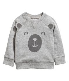Top in light, patterned sweatshirt fabric with press-studs at the back, long raglan sleeves and ribbing around the neckline, cuffs and hem. Baby Bear Outfit, Baby Boy Outfits, Boys Clothes Online, H&m Kids, Children, Kids Fashion Boy, Grey Sweatshirt, T Shirts, Sweatshirts