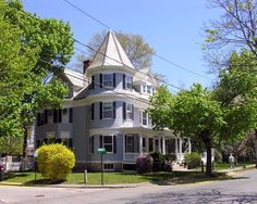 Hunnewell Ave, Newton, MA Victorian, Colonial Revival