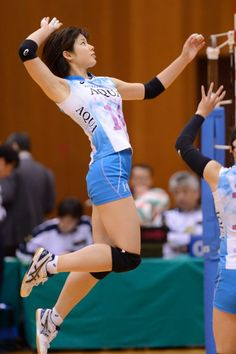 The Effective Pictures We Offer You About Volleyball Players costume A quality picture can tell you Action Pose Reference, Human Poses Reference, Pose Reference Photo, Female Reference, Body Reference, Action Poses, Anatomy Reference, Volleyball Poses, Female Volleyball Players