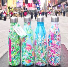 Lilly Pulitzer and Starbucks swell bottle Preppy Southern, Southern Charm, Southern Prep, Swell Water Bottle, Cute Water Bottles, Starbucks Water Bottle, Christmas Wishlist 2017, Monogram Water Bottle, Preppy Gifts