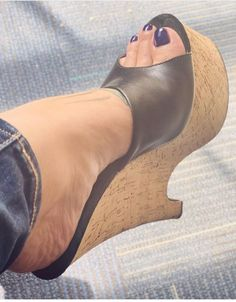 Sexy Legs And Heels, Hot High Heels, Black Heels, Wedge Sandals, Mules Shoes, Heeled Mules, Heeled Boots, Gorgeous Heels, High Wedges