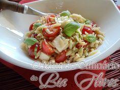 Salada de orzo com tomates frescos e manjericão | O Mundo Culinario de Bia Flores