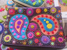 Sylvia and I had a really enjoyable day today courtesy of Berry Patchwork Shop  and we joined in a workshop with Wendy Williams (Flying Fish...