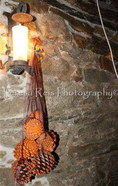 Guirlanda de pinhas pintadas e fitas de organza (foto 2)