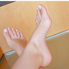 Follow me back sigue mi nueva cuenta #footfetishnation #footbabes #toes #sexyfeet #footfetish #suckmytoes #footfetishvideo #feetmodel #wrinkledfeet #foot #footworship #prettyfeet #lickingfeet #sexyfeet #cutetoes #worship #slave #solesfetish #footfemales #danifeet