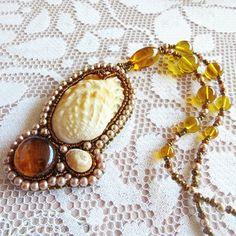 Guarda questo articolo nel mio negozio Etsy https://www.etsy.com/it/listing/509231811/earrings-night-geometry-triangle-bead