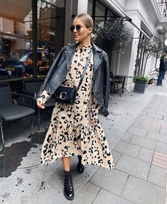 """Kleid mit Lederjacke - Leo Kleid """"Leo Kleid You are in the right place about trends hack Here we offer you the most bea - Fashion Mode, Fashion 2020, Modest Fashion, Look Fashion, Spring Fashion, Fashion Beauty, Autumn Fashion, Classic Fashion, Milan Fashion"""