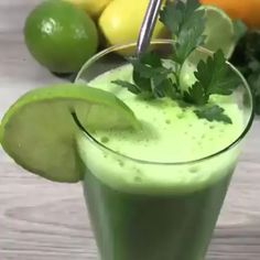 Liver Cleanse Detox Cleanse your liver and lose weight Healthy Juices, Healthy Smoothies, Healthy Drinks, Healthy Snacks, Healthy Recipes, Healthy Detox, Smoothies For Weight Loss, Weight Loss Juice, Detox Foods