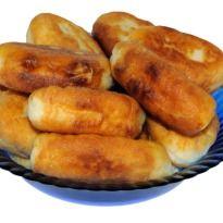 A Sindhi Meal: Tosha, a typical #sindhi dessert.