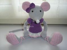 Ratita bailarina tejida con hilo de algodón. Toys, Baby, Animals, Ballerinas, Amigurumi, Tejidos, Patterns, Manualidades, Computer Mouse