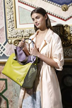 Taylor Hill Photos - Taylor Hill is seen backstage ahead of the Bottega Veneta show during Milan Fashion Week Spring/Summer 2018 on September 23, 2017 in Milan, Italy. - Taylor Hill Photos - 59 of 735
