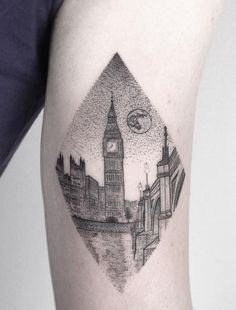 21 Pointillism tattoos for ink inspiration: London calling Boy Tattoos, Mini Tattoos, Sleeve Tattoos, Tatoos, Pointillism Tattoo, Realistic Tattoo Sleeve, British Tattoo, Inspiring Quote Tattoos, Inspirational Quotes