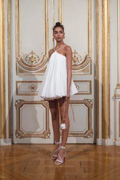 Jacquemus at Paris Fashion Week Spring 2019 - Backstage Runway Photos Fashion In, Couture Fashion, Paris Fashion, Runway Fashion, Fashion Show, Fashion Outfits, High Fashion Dresses, Dresses Short, Casual Dresses
